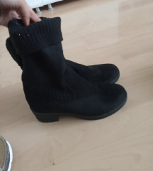 Crne čizme s čarapom