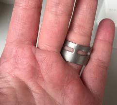 SNIŽENJE!! 300 kn Swarovski prsten