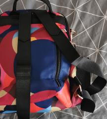 Novi šareni ruksak
