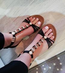 NOVO!! Sandale 👡