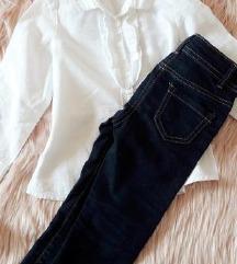 Traperice i bijela bluza s volanima