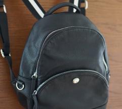 Prodano!! Novi Nine west ruksak crni