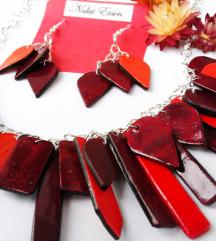 Crvena ogrlica i naušnice
