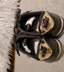 Crne Nike patike