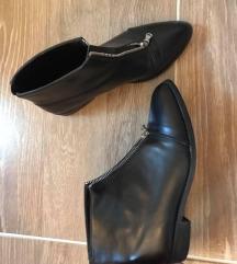 Crne čizme sa pt.