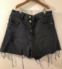 Zara kratke crne hlače