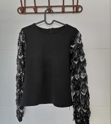 Crna bluza sa šljokastim resicama