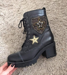 Čizme plaćene 700 kn