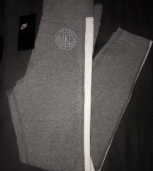Nike sive tajice