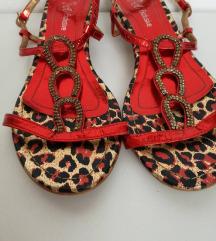 Atraktivne sandale 38 %% POKLANJAM uz kupnju
