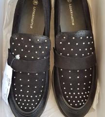 Crne nove cipele