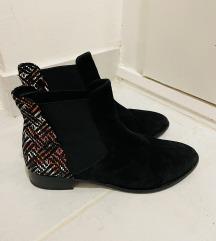 Čizme broj 42