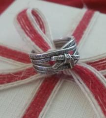 Srebreni prsten s mašnom