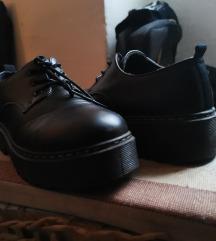 Kratke cipele sa debelim đonom