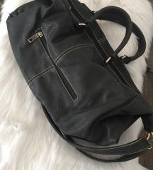 Velika tamno-zelena torba sa remenom