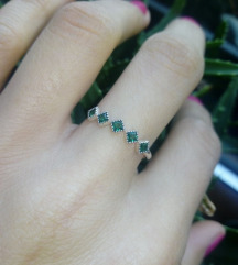 Prsten sa smaragdno zelenim cirkonima, srebro