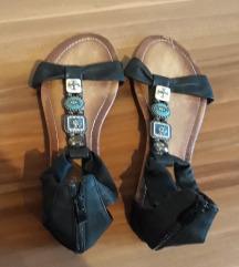 Niske sandale br.40