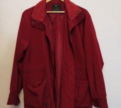 Tamno crvena jesenska jakna