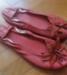 Crvene kožne balerinke