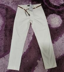 Nove bershka hlače na crtu
