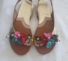 Nove Tiurai sandale 37
