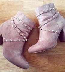 Roze gležnjače