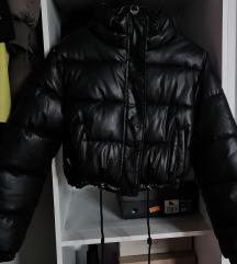Bershka puffer crna kožna jakna