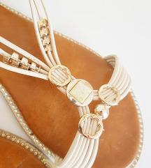 Bijele sandale sa kamencicima