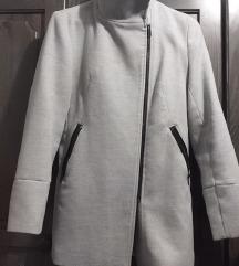 Sivi kaput, BERSHKA