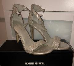 Nove srebrne sandale na petu
