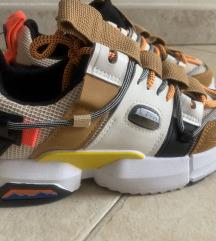 Shoebox tenisice