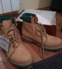 nove Ultratex kožne cipele,br. 39,iznutra vuna