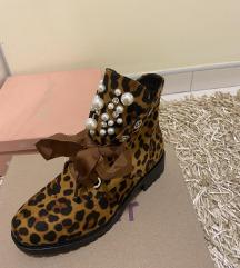 Nove tigraste čizme