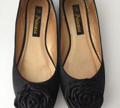 Crne saten balerinke s ružom