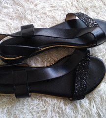 crne niske sandale