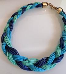 Trobojna pletena ogrlica