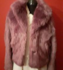 Bershka ljubičasta bunda jakna