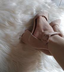 Nove cipele na petu
