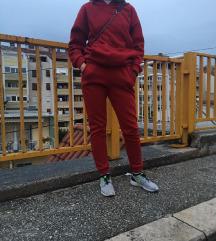 Crvena trenerka
