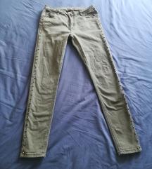 Reserved maslinaste hlače sa zakovicama