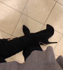 Čizme na visoku petu iznad koljena