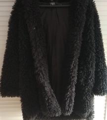Novi kaput od umjetnog janjećeg runa