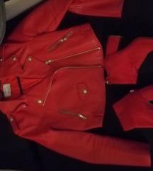 Bershka crvena kozna jakna