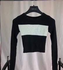 Crno-bijeli crop džemper