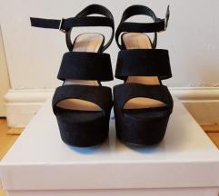 Crne ljetne sandale na petu