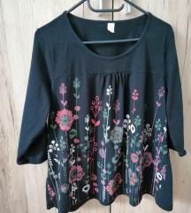 Crna cvjetna majica vel. 44/46 15 kn
