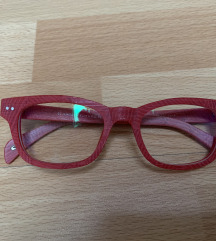 Crvene naocale za vid