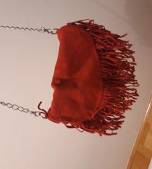 Crvena torbica na rese