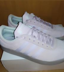Adidas tenisice (ukljucena postarina)