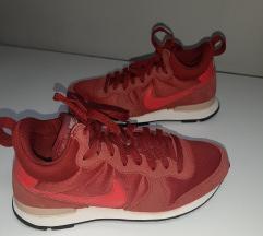 Nike, crvene tenisice